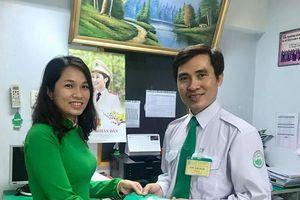 Hành khách bỏ quên bóp chứa nhiều tiền và thẻ Visa trên taxi