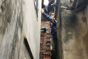 Lính cứu hỏa kể lại giây phút cứu người trong cảnh 'ngàn cân treo sợi tóc'