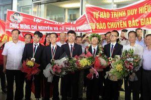 Đoàn Olympic Hóa học, Vật lý rạng rỡ ngày trở về Việt Nam