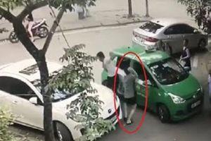 Khởi tố chủ xe Mercedes cầm gạch đập tài xế taxi Mai Linh phun máu