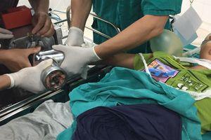 Bé trai 13 tuổi bị máy xay thịt nghiền nát bàn tay