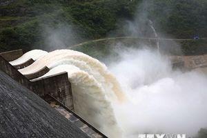 Lượng nước đổ về thủy điện Bản Vẽ vẫn tăng cao sau 2 ngày xả lũ