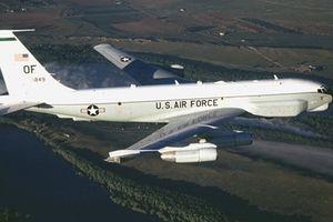 Mỹ dùng máy bay 'sát thủ phòng không' áp sát Crimea