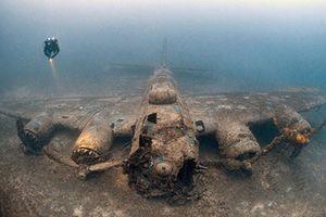 Lặn biển, nhiếp ảnh gia phát hiện máy bay ném bom mất tích