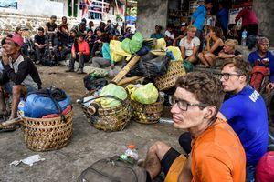 Động đất tại Lombok khiến nhiều người kẹt trên núi