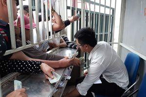 Dân phe 'đầu cơ' vé xem Olympic Việt Nam tại giải tứ hùng