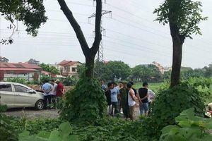 Phát hiện thi thể nam thanh niên cạnh gốc cây ở Hà Nội