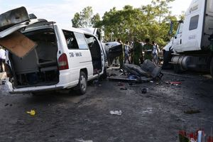 Giám định tìm nguyên nhân vụ xe rước dâu gặp nạn, 13 người chết