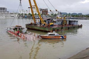 Quảng Ninh: Mưa lớn, tàu du lịch bị chìm do không thoát nước kịp