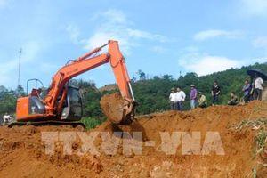 Lào Cai: Quốc lộ 279 ách tắc nghiêm trọng do sạt lở đất