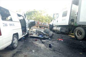 Từ vụ xe rước dâu gặp tai nạn, 13 người chết: Cần quản chặt xe hợp đồng vận chuyển khách!