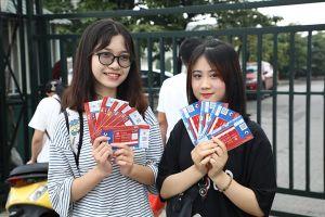 Giá vé xem U23 Việt Nam đắt không tưởng vẫn hút người hâm mộ chen lấn mua