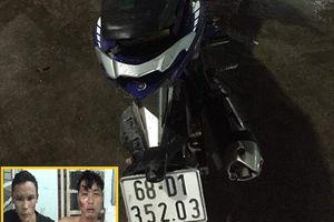 Bình Dương: Hiệp sĩ bắt 2 tên chuyên trộm xe máy