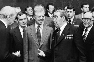 Đối phó leo thang hạt nhân, Nga – Mỹ cần hồi sinh hợp sức thời Chiến tranh Lạnh