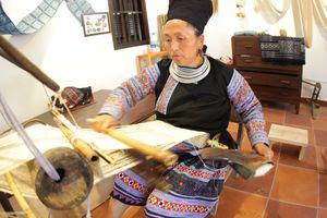 Ghé đảo dân gian thăm nghệ nhân giấy sắc phong, dệt lụa tơ tằm