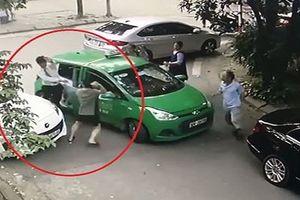 Khởi tố tài xế Mercedes cầm gạch 'choảng' vào đầu tài xế Mai Linh