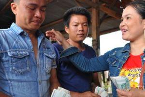 Tình người Việt trong lũ dữ ở Attapeu