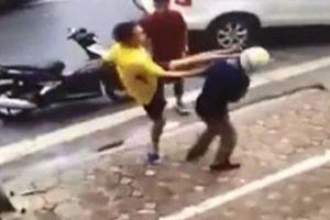 Bị côn đồ chém đứt gân chân sau cuộc cãi vã với phụ nữ