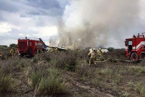 Ảnh, Video: Hiện trường vụ rơi máy bay chở 101 người ở Mexico