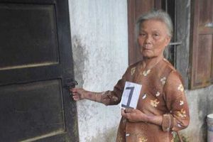 Khởi tố cụ bà 70 tuổi từng mang án treo vẫn đến 'hỏi thăm' nhà dân