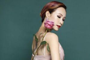 Uyên Linh 'phiêu' trong đêm nhạc kịch tóc 'Hairlificent'