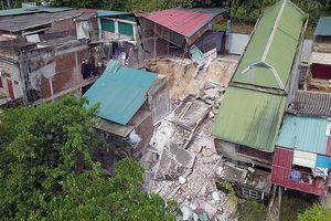 Cận cảnh những ngôi nhà bị sông Đà nhấn chìm ở Hòa Bình
