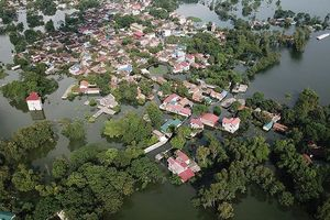 Hàng nghìn hộ dân ngập, mất nhà do lũ, sạt lở