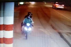 Trích xuất camera, truy tìm 2 kẻ sát hại tài xế GrabBike cướp tài sản