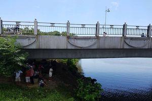 Tích cực tìm kiếm cô gái trẻ nhảy xuống sông Hương tự vẫn