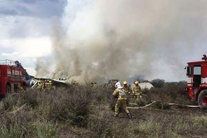 Máy bay cố cất cánh trong bão, hơn 100 người may mắn sống sót