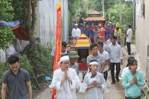 Vụ tai nạn ô tô khiến 13 người chết: Thôn nghèo phủ trắng khăn tang, tiếng khóc xé lòng phút ly biệt
