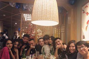 Cùng xuất hiện trong một bữa tiệc nhưng Cường Seven và Chi Pu ngồi ở đâu?