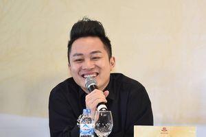 Ca sĩ Tùng Dương: Khán giả mải ăn uống, tôi rất ngại hát
