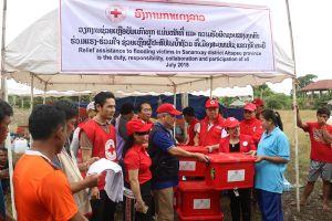 Hội Chữ thập đỏ Việt Nam hỗ trợ nạn nhân Lào bị lũ lụt