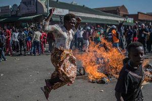Tổng thống Zimbabwe đàm phán với phe đối lập nhằm xoa dịu căng thẳng
