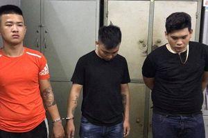 Hai nhóm thanh niên mang theo súng, bom xăng hỗn chiến trên cầu Hà Ra