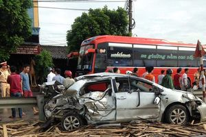 Hé lộ nguyên nhân vụ tàu hỏa tông nát ô tô ở Nam Định