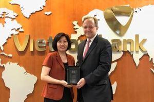 Vietcombank đạt giải Chất lượng thanh toán xuất sắc của Wells Fargo Bank