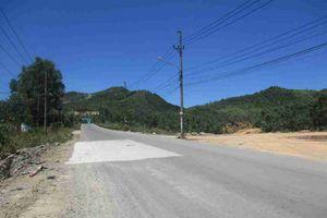 Bình Định: Khai thác đất trái phép dưới chân núi Hòn Chà, chính quyền thờ ơ, vô can?!