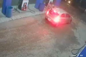 Truy tìm tài xế ô tô quỵt tiền đổ xăng