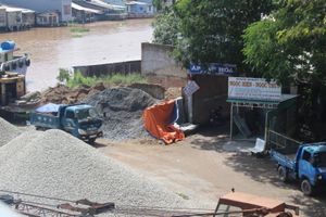 Xử lý nghiêm và không cấp phép bãi cát sát chân cầu Cổ Cò