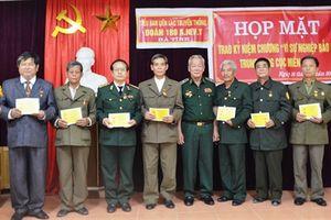 Trao Kỷ niệm chương 'Vì sự nghiệp bảo vệ Trung ương Cục miền Nam' cho cựu ANVT Đoàn 180