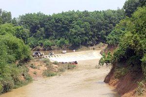 Xây cầu ở Khe Ang - nơi xe 7 chỗ bị lũ cuốn