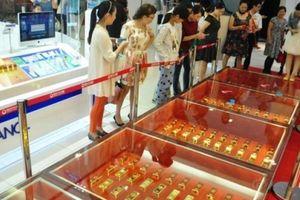 Đại gia Trung Quốc chơi ngông mang 600kg vàng thỏi làm đường đi