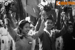Loạt ảnh mới công bố về ngày giải phóng Thủ đô (2)