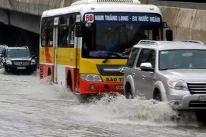 Tư vấn cách lái xe qua vùng ngập nước