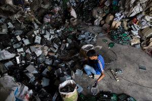 Kinh hoàng bãi chứa rác thải điện tử lớn nhất thế giới ở Trung Quốc