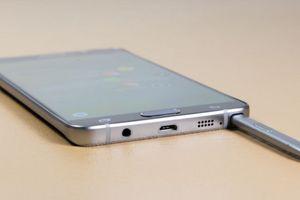 Cách rút bút S-Pen ra khỏi Galaxy Note 5 để không bị lỗi