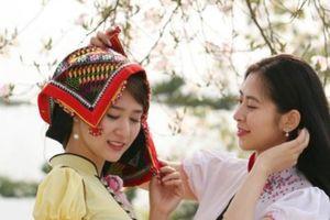 Ngắm những cô gái Thái xinh như mộng giữa rừng hoa ban
