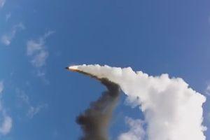 Mục kích tàu chiến Nga phóng tên lửa phòng không Redut